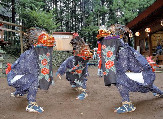 大丹波青木神社の獅子舞(町指定無形民俗文化財)